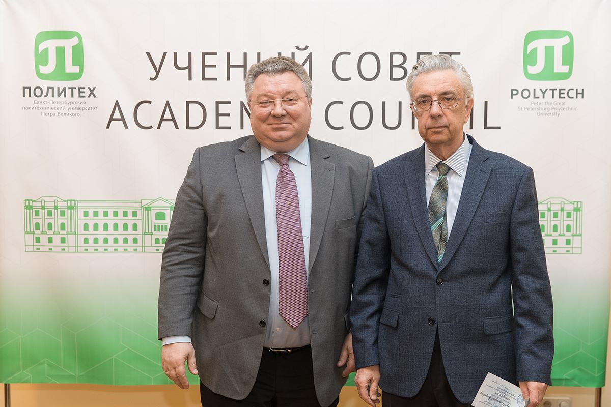 Аттестат о присвоении ученого звания профессора получил А.А. Жарковский