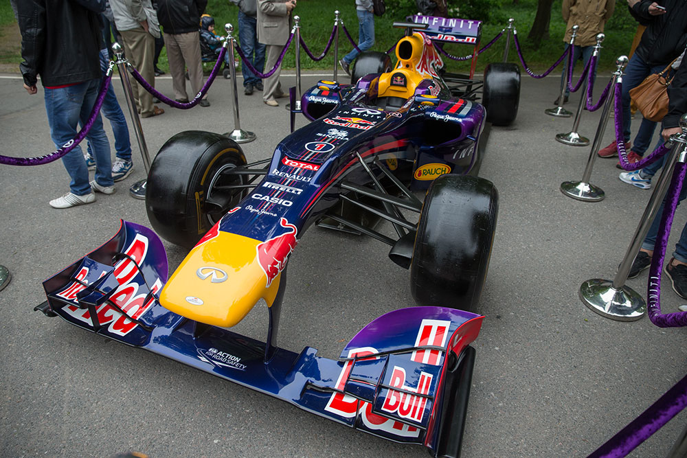 Болид Формулы 1 команды Infiniti Red Bull Racing Team