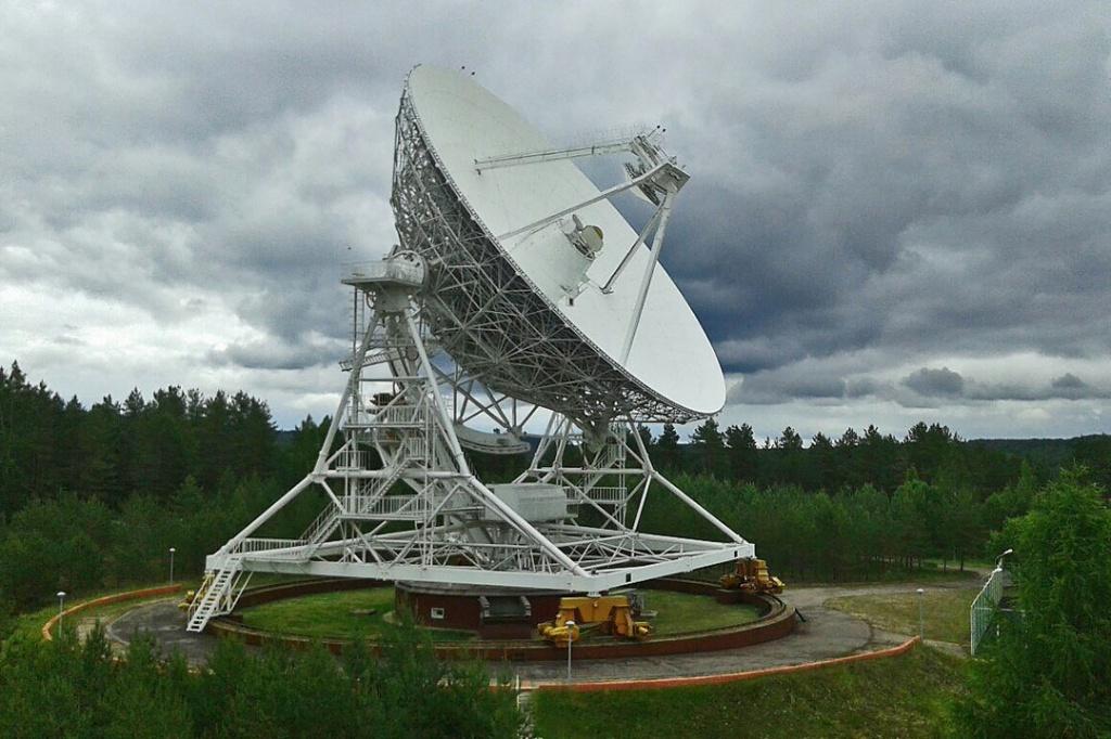 Радиотелескоп радиокосмической обсерватории в Светлом