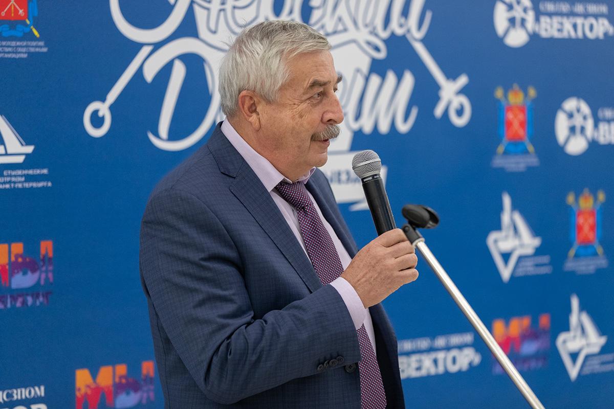 Руководитель административного аппарата ректора СПбПУ В.В. ГЛУХОВ напутствовал участников акции