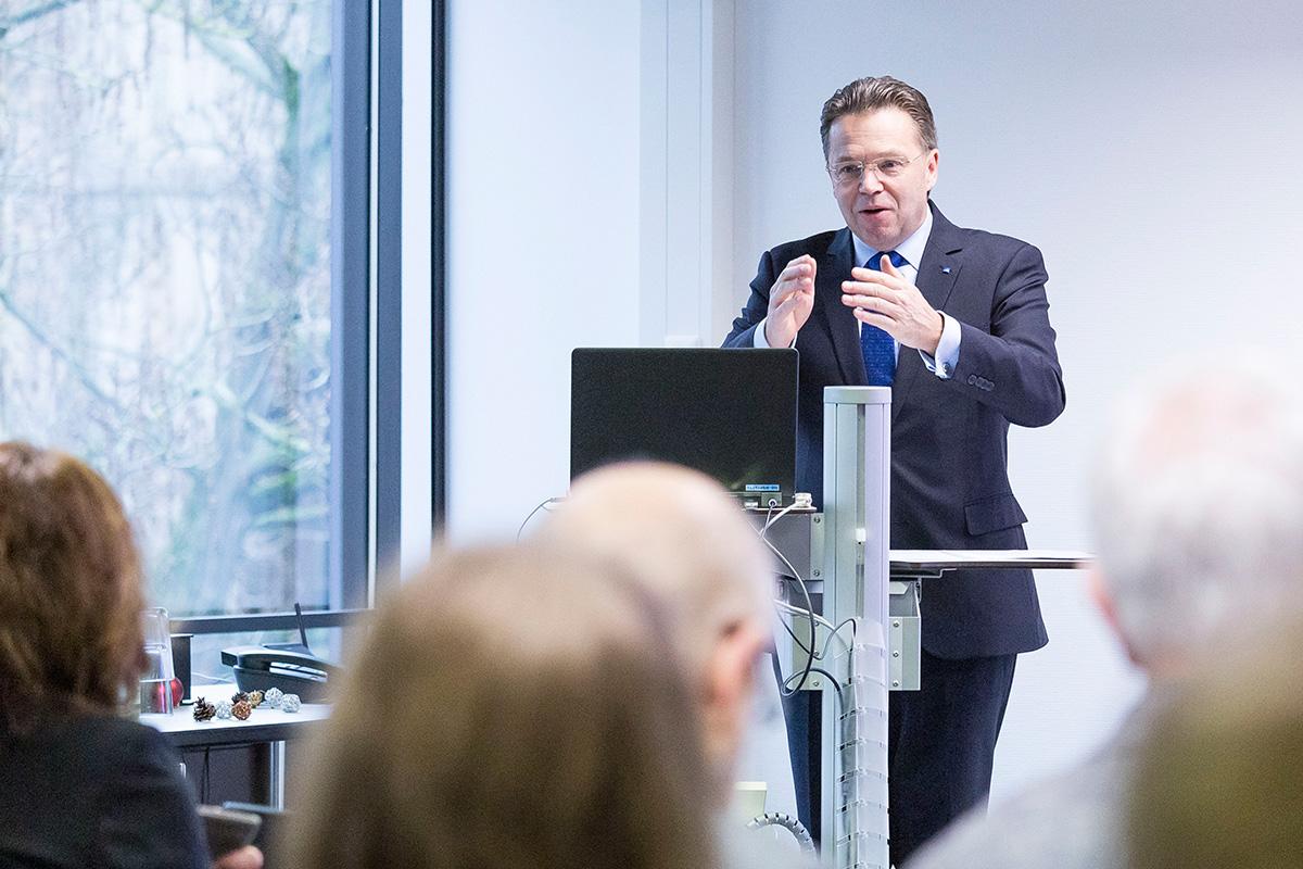 Президент ЛУГ Фолькер Эппинг приветствовал участников конференции