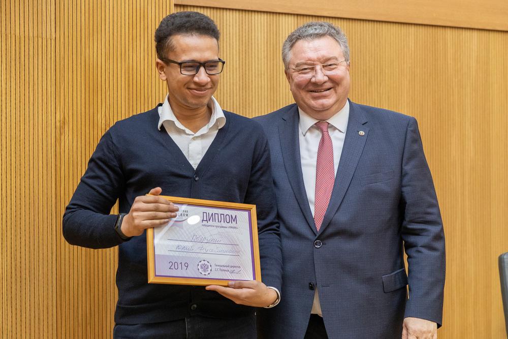 Победителям в направлении «Новые материалы и химические технологии» вручал дипломы ректор СПбПУ Андрей Рудской