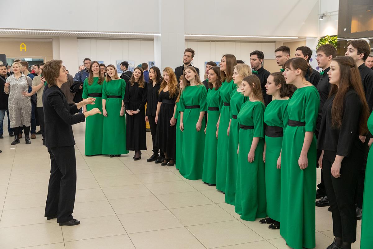 Камерный хор и Симфонический оркестр СПбПУ исполнили современные песни