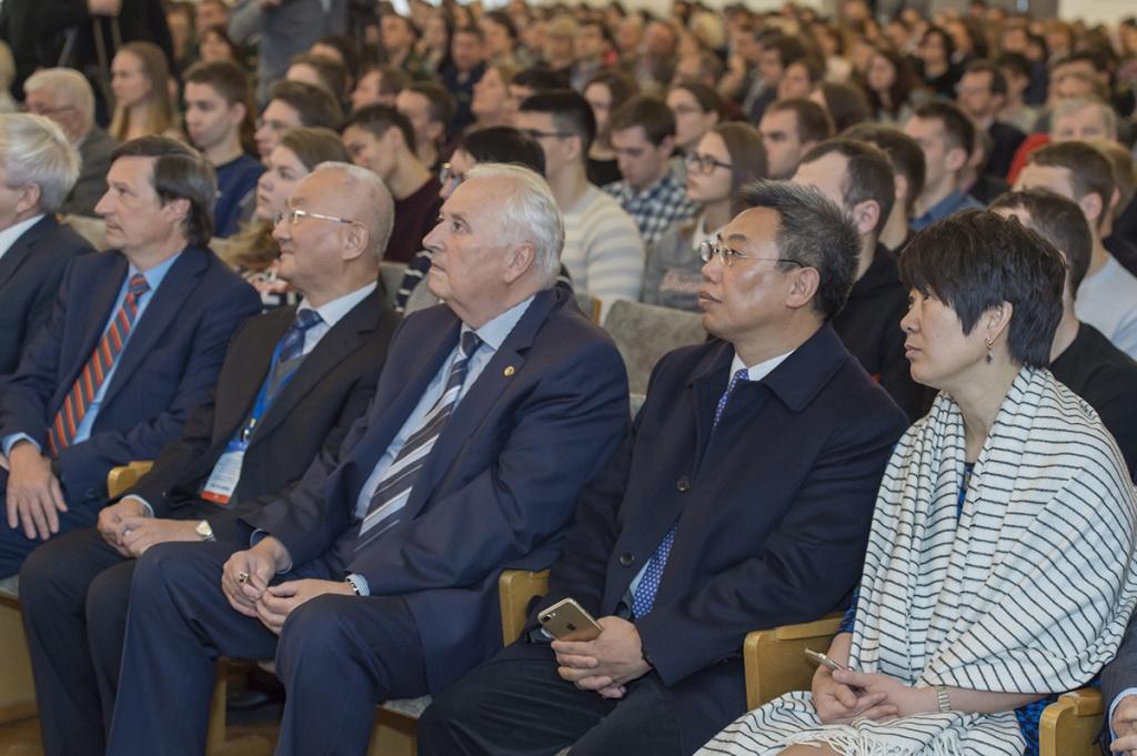 Почетными гостями форума стала делегация из Китая во главе с членом Китайской академии инженерных наук Сюэ Юшенгом
