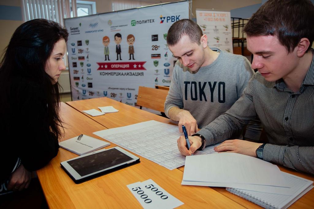 После доработки проектов участники представили экспертной комиссии свои финальные презентации